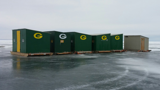 Green bay ice fishing guide and ice shack rental for Wisconsin ice fishing resorts